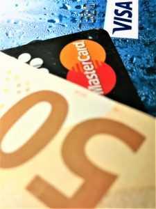 Kredītkaršu kompāniju nostāja pret kriptovalūtu