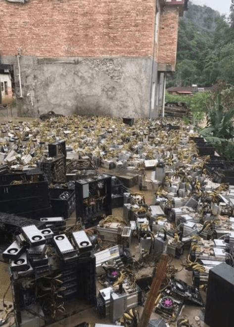 Sičuaņas provincē plūdos iznīcinātas bitkoinu fermas
