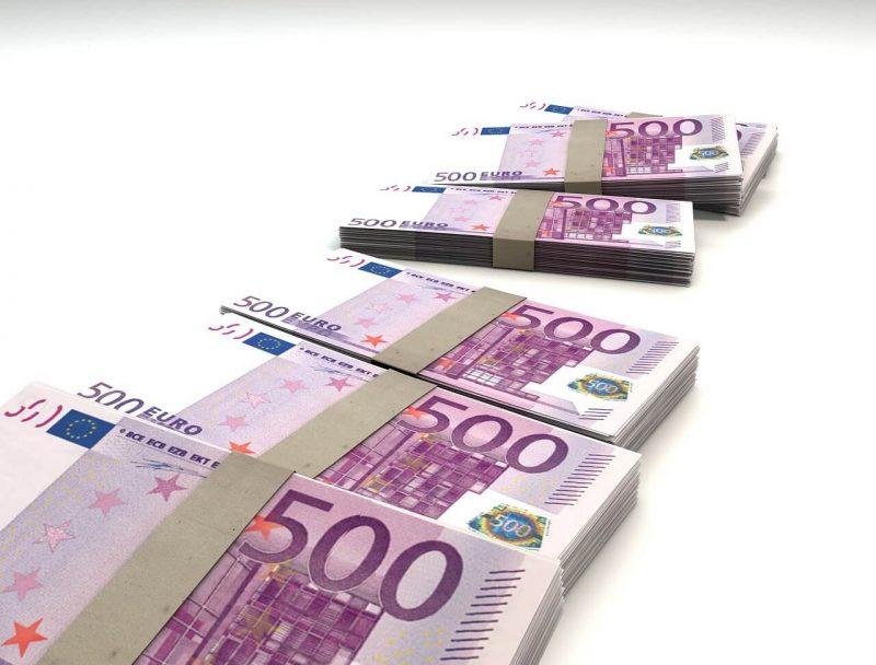 Kā kāds investors apmainīja savus bitkoinus pret 2,3 miljoniem viltotiem eiro