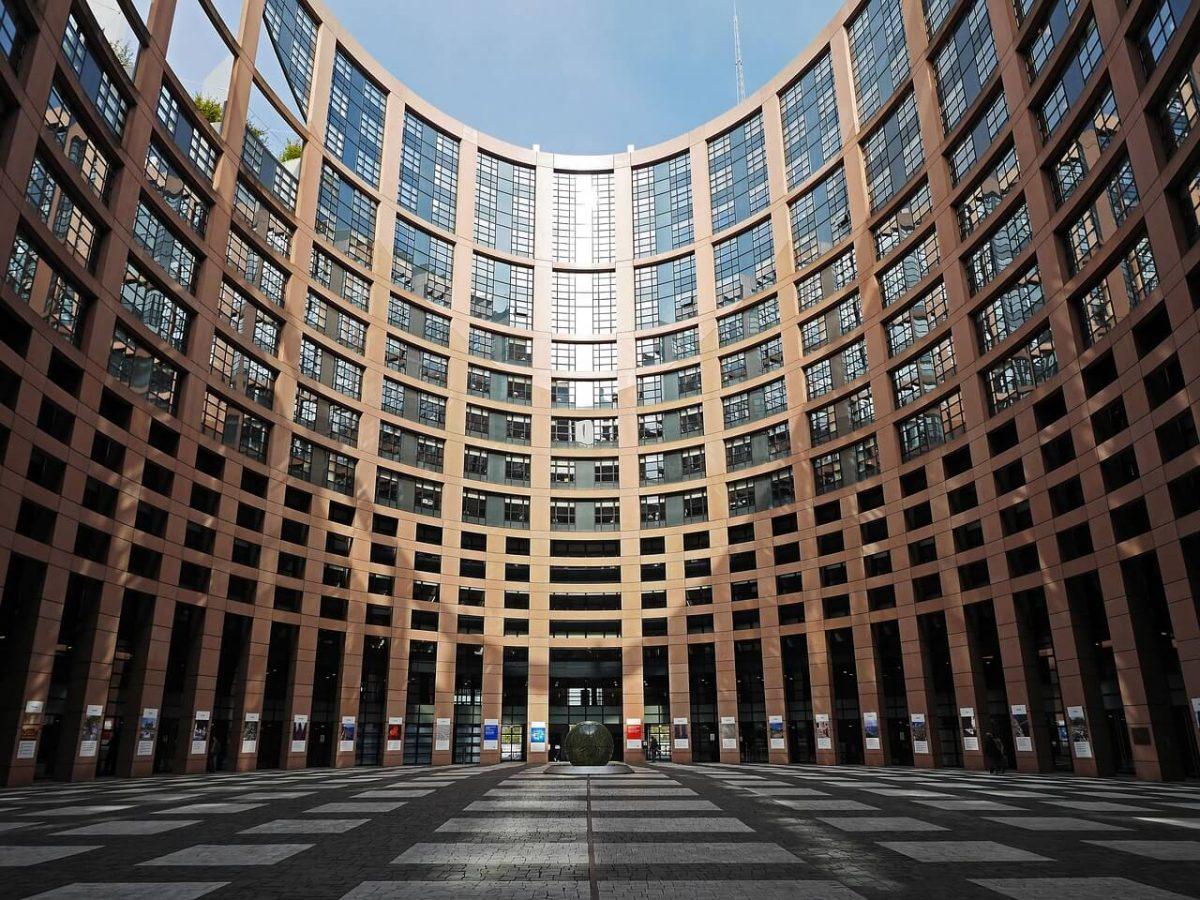 ES iesaka regulēt kripto tirgu saskaņā ar vecajiem likumiem