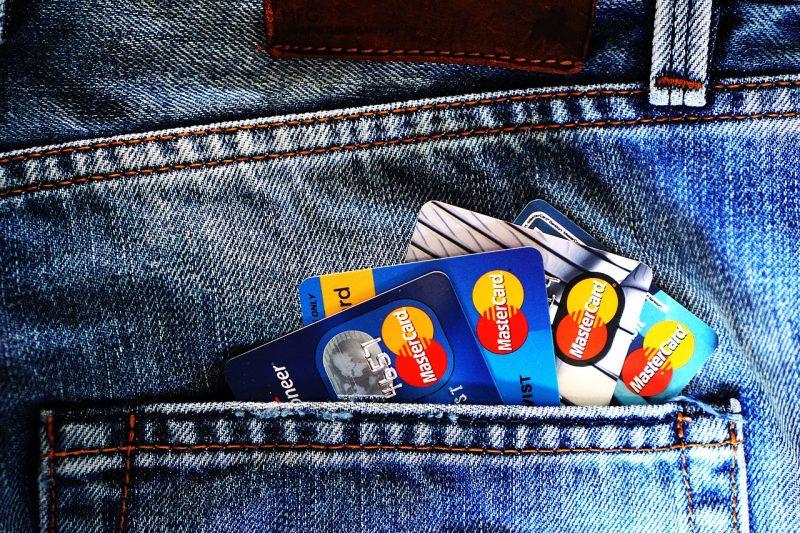 Maksājumu kartes Mastercard un Visa pret kritovalutam