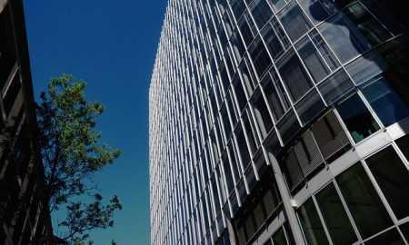 Šveices Falcon Private Bank prezentējusi kriptovalūtu kontus ar fiat izvades opciju