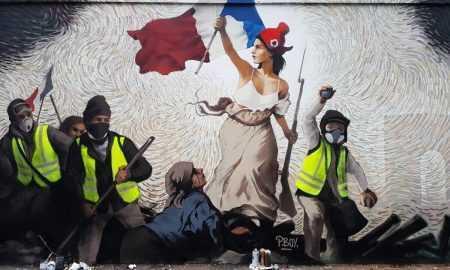 Parīzes mākslinieks sienas gleznojumā paslēpis 1000 ASV dolārus