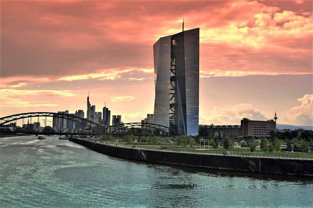 ECB un Libra
