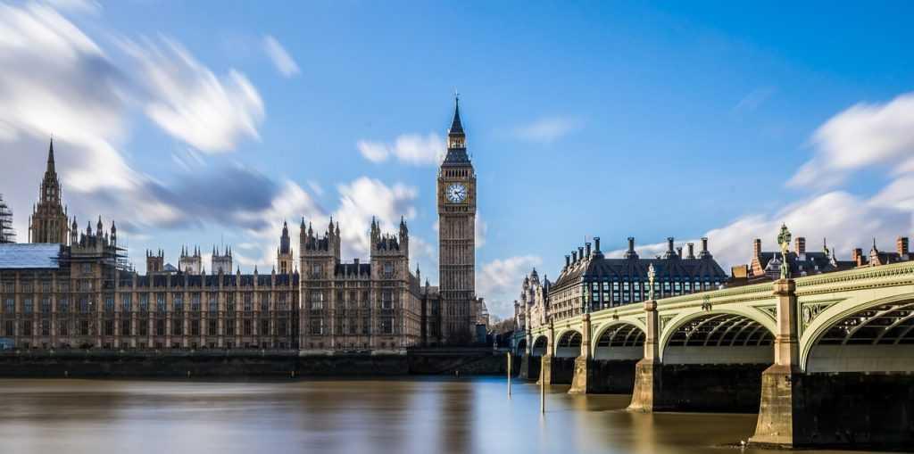 Lielbritānijas finanšu regulators: online krāpšana ir sasniegusi epidēmijas mērogus
