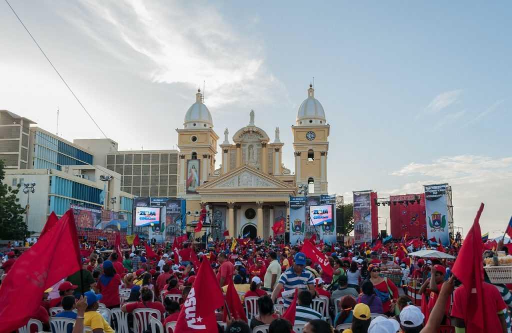 Venecuēlas valdība valsts iedzīvotājiem izdalīs kriptovalūtu Petro