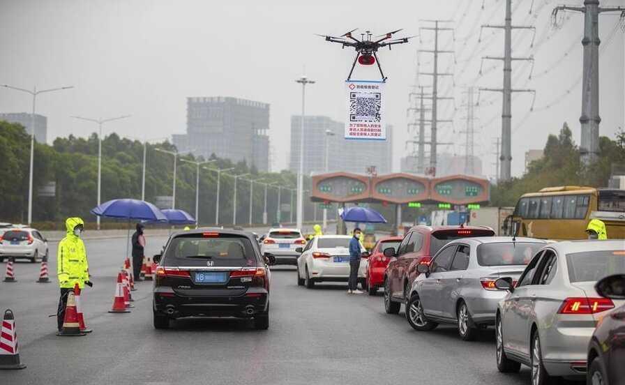 Ķīna izmanto dronus, lai apkarotu korona vīrusu