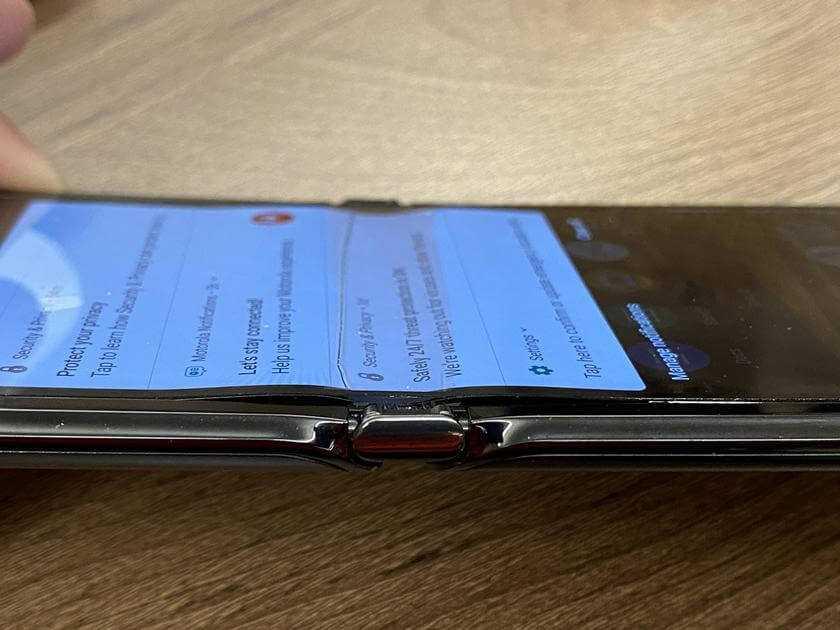 Pirmie defekti salokāmiem Samsung Galaxy Z Flip un Motorola RAZR