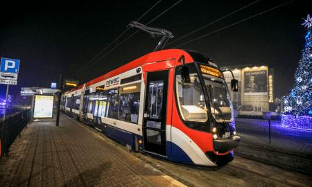 pirmo pilnībā autonomo tramvaju