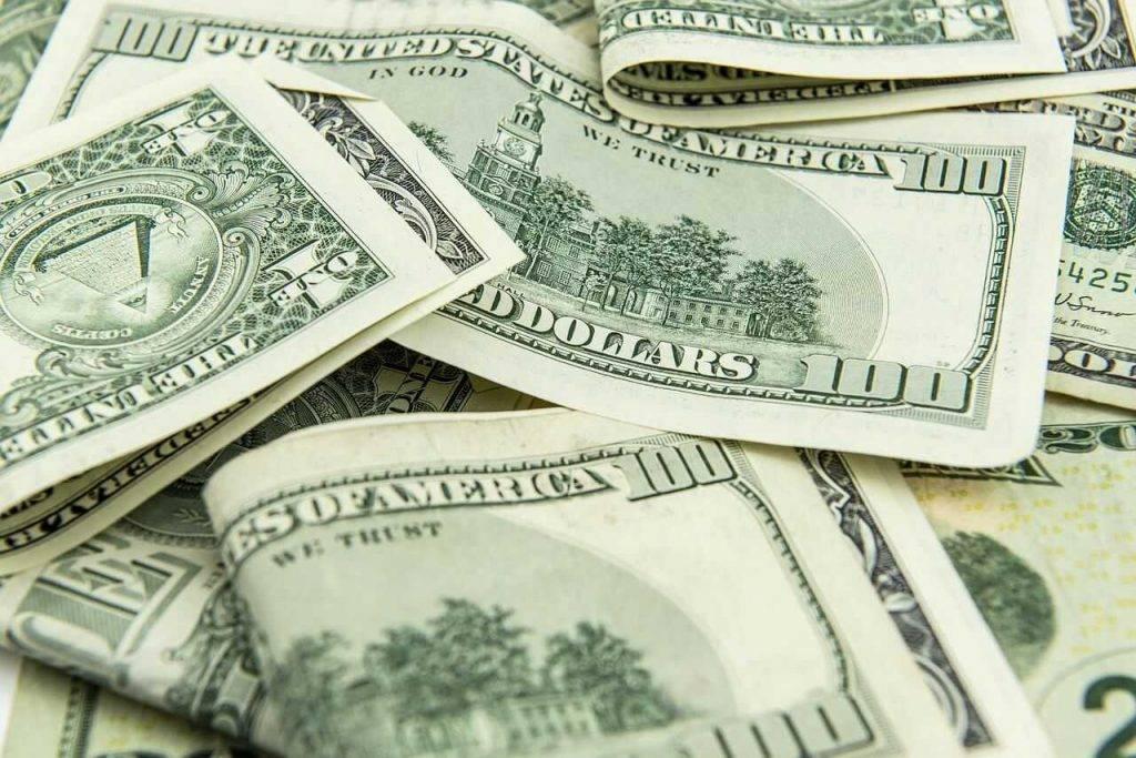 Bitkoins vai skaidra nauda: kas biežāk tiek izmantots pretlikumiskā darbībā?