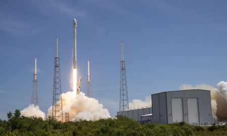 """""""SpaceX"""" plāno piedāvāt tūristiem ceļojumus kosmosā"""