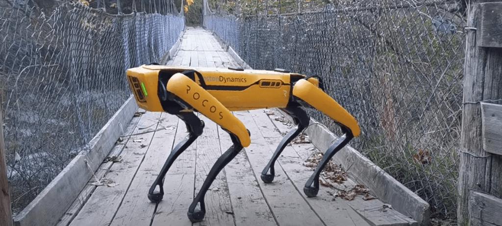 Boston Dynamics robots Spot gana aitas, pārbauda ražu un vārtās zālē (Video)