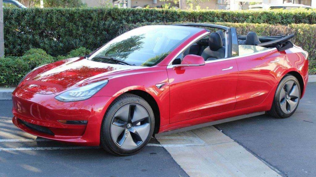 Tesla Model 3 pārvērtās par kabrioletu