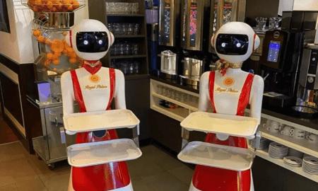 Restorāns Nīderlandē sociālās distancēšanās mērķim izmanto dīvainus robotu viesmīļus