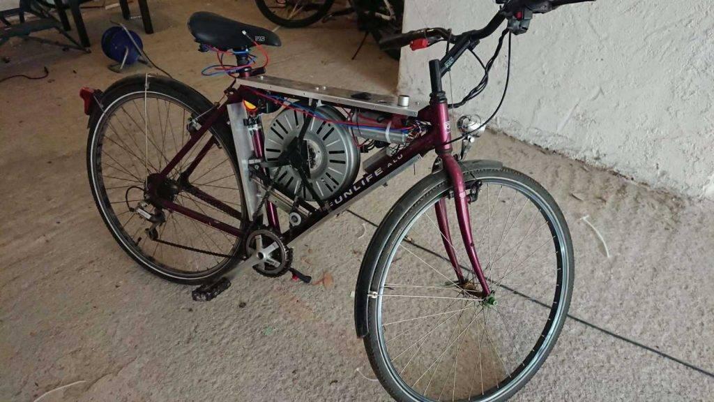 Ātrgaitas elektro velosipēds no veļas mašīnas