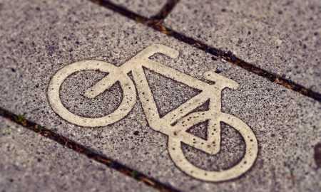 Elektro velosipēds pilsētā