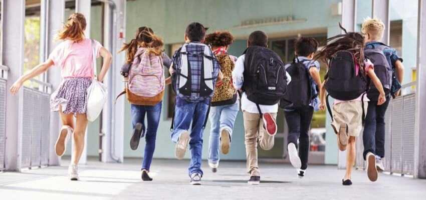 Aptauja: vairāk nekā 50% skolēnu un 88% vecāku gaida skolas gaitu atsākšanos klātienē