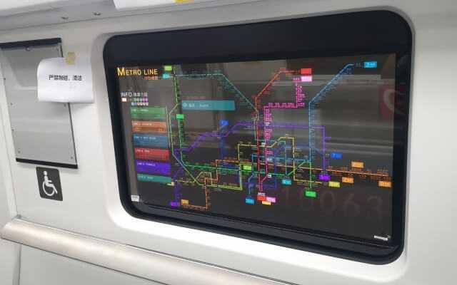 LG metro logu vietā sāk instalēt caurspīdīgus OLED displejus
