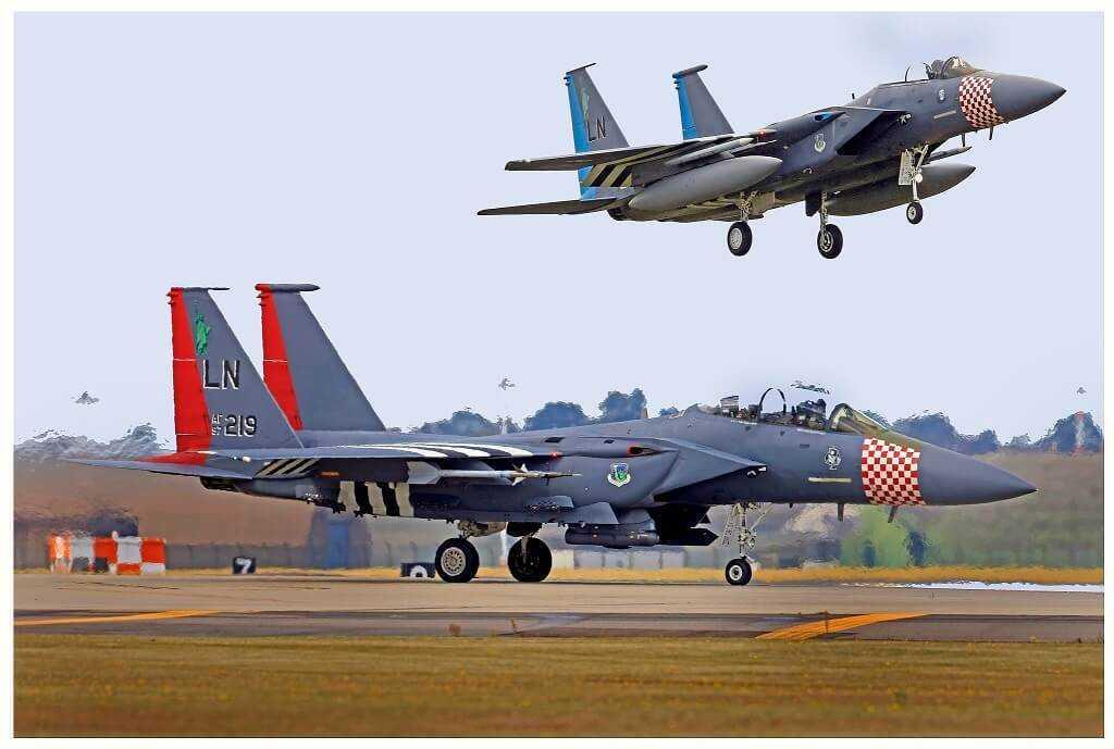 """Lidmašīna McDonnell Douglas F-15 """"Eagle"""""""