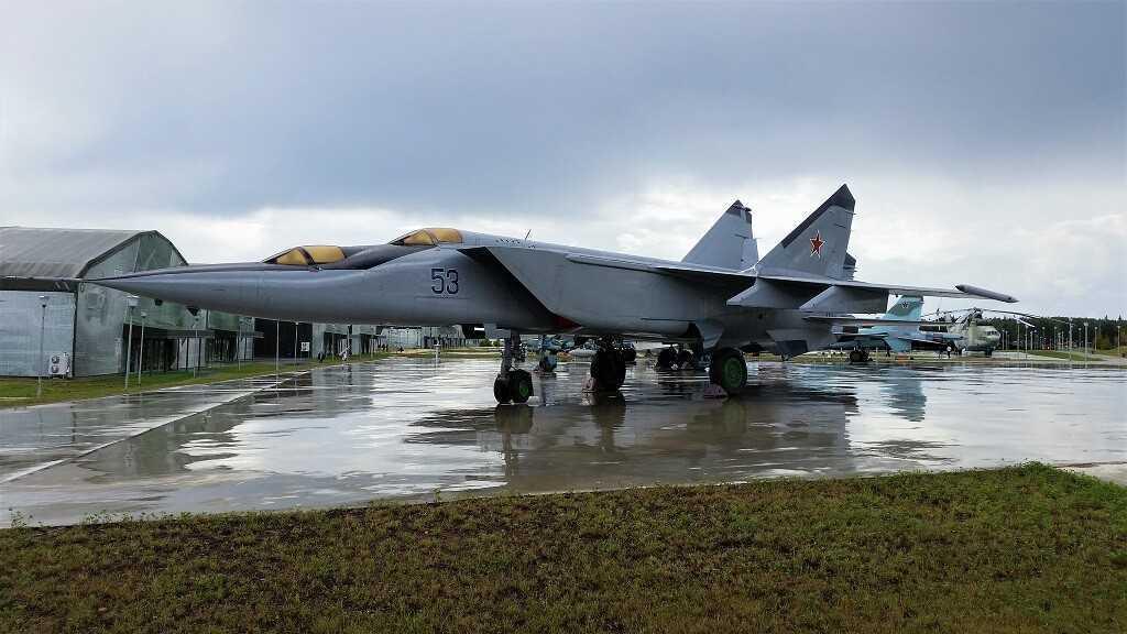 Lidmašīna MiG-25