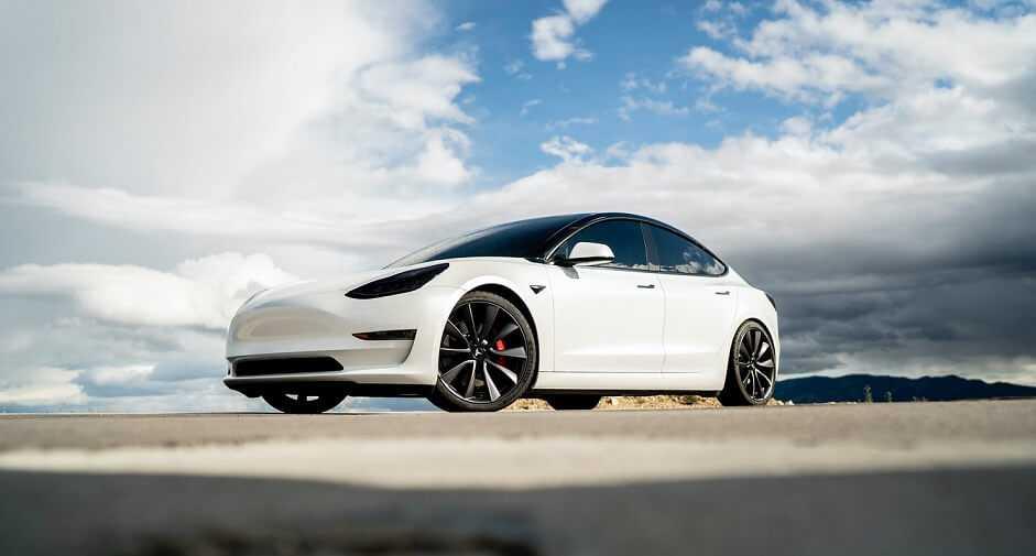 Pēc atjauninājuma Tesla jaunas funkcijas