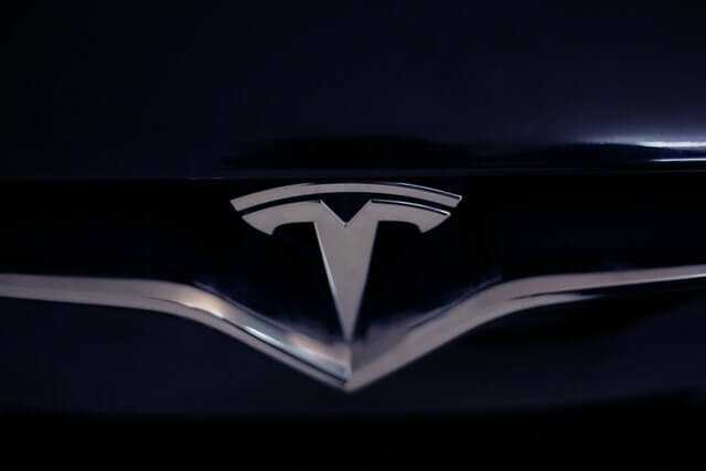 Tesla viedpulkstenis