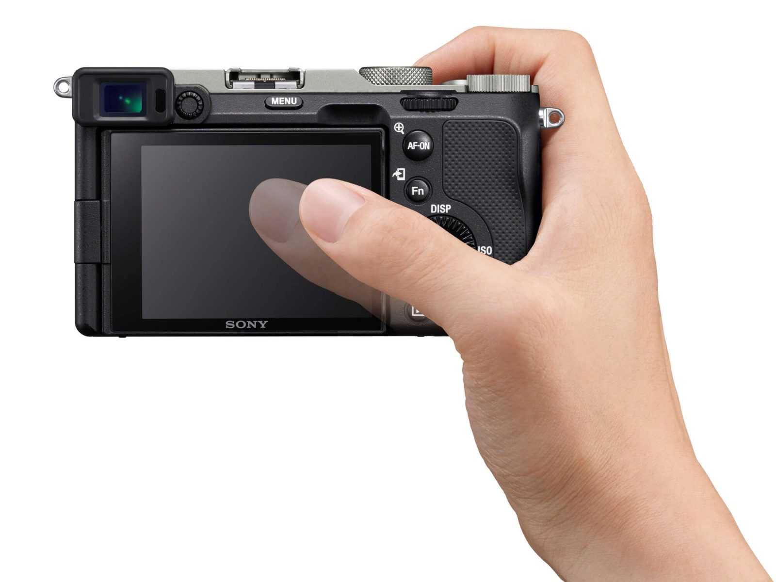 pilna kadra kameru Alpha 7C (modelis ILCE-7C), FE 28-60mm F4-5.6 (modelis SEL2860) tālummaiņas objektīvu