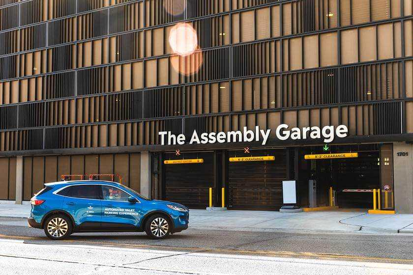 Pilnībā automātiska auto novietošanu viedai pilsētai