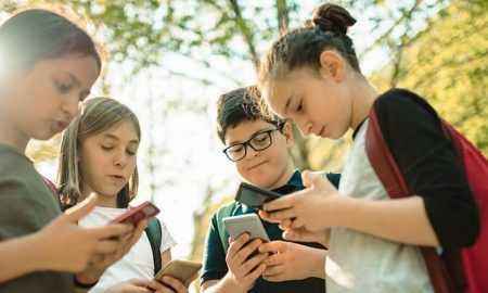Kāpēc Covid-19 ierobežojumu dēļ bērnu ikdienas pārraudzībā pieaug tehnoloģiju loma?