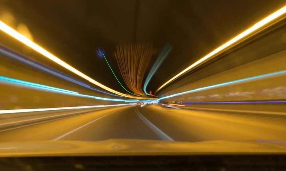 Ar ko ir bīstams gaismas ātrums