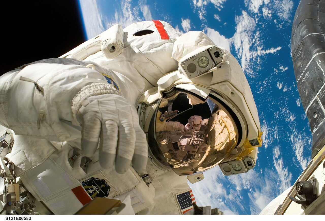 Kā kosmoss ietekmē cilvēka redzi un kustības?