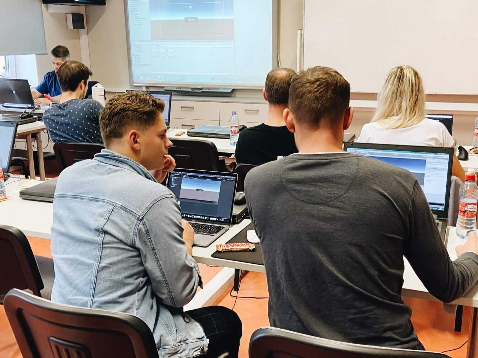Meistarklasē Liepājā interesenti apgūst 3D datorspēļu izstrādi