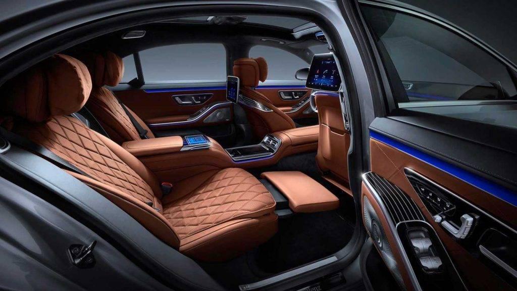 Mercedes-Benz S klase salons 1