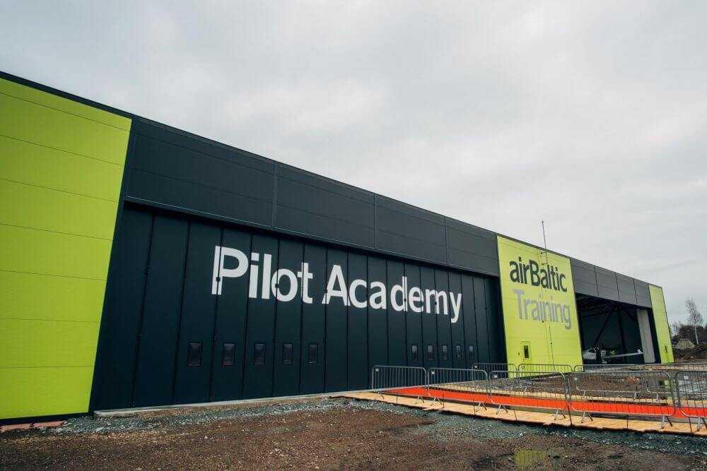 Studenti uzsāk mācības airBaltic un PIKC Liepājas Valsts tehnikuma jaunajā programmā