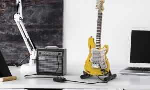 Fender Stratocaster ģitāra no Lego klucīšiem