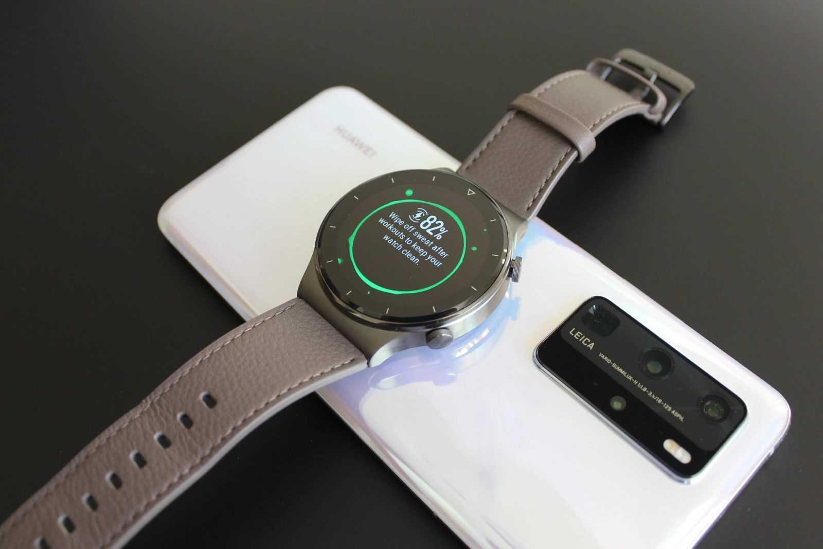 Viedpulksteņa Huawei Watch GT 2 Pro uzlade no telefona