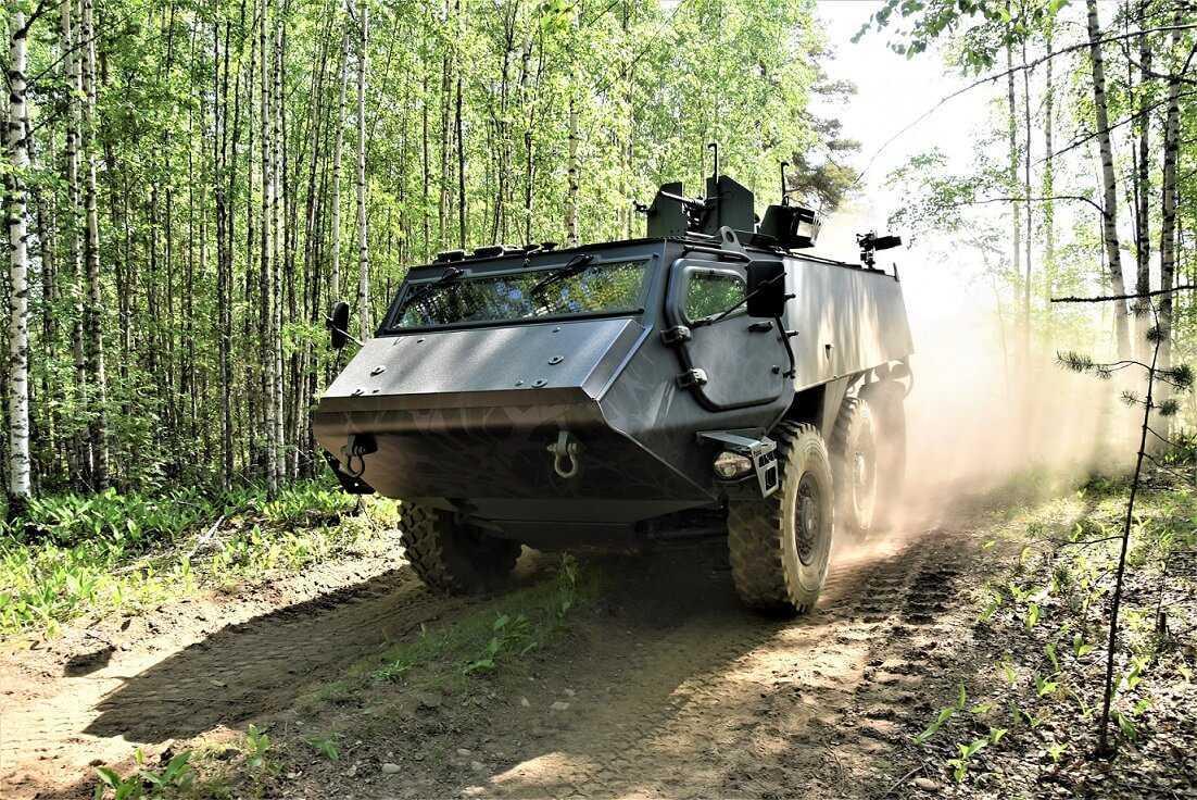 """Latvija, Somija un """"Patria"""" paraksta līgumu par 6 x 6 bruņumašīnu sistēmas pētniecību un izstrādi"""