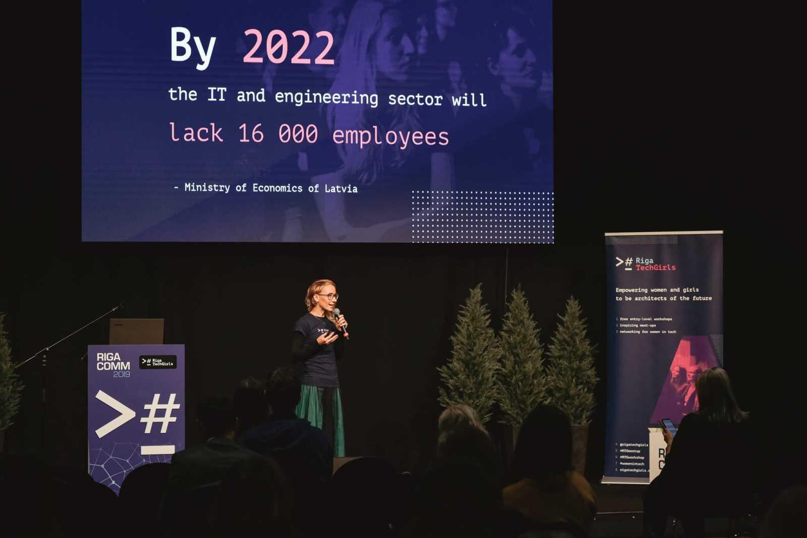 """Anna Andersone, biedrības """"Riga Techgirls"""" vadītāja un konferences """"Women in Tech"""" līdzautore."""