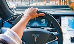 Tesla izlaiž pilnvērtīgu autopilotu beta testeriem