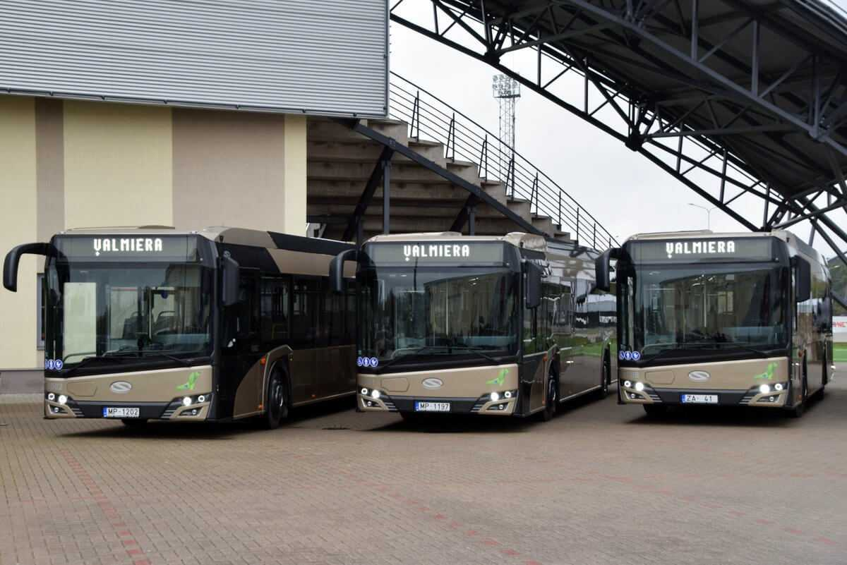 Prezentē Valmieras jaunos hibrīdautobusus