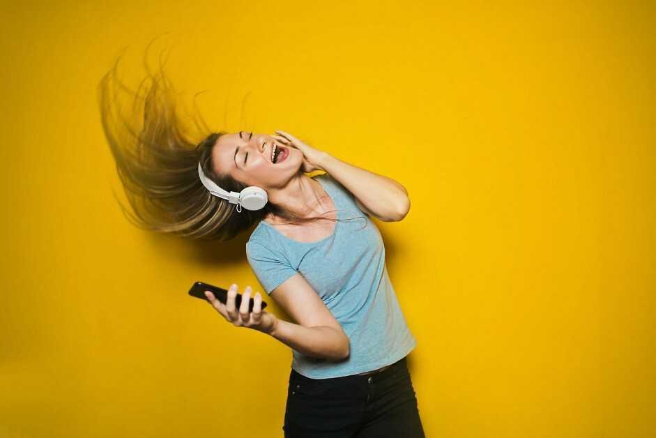 Google Assistant beidzot iemācījies ieslēgt mūziku un atskaņošanas sarakstus lietotnē YouTube Music