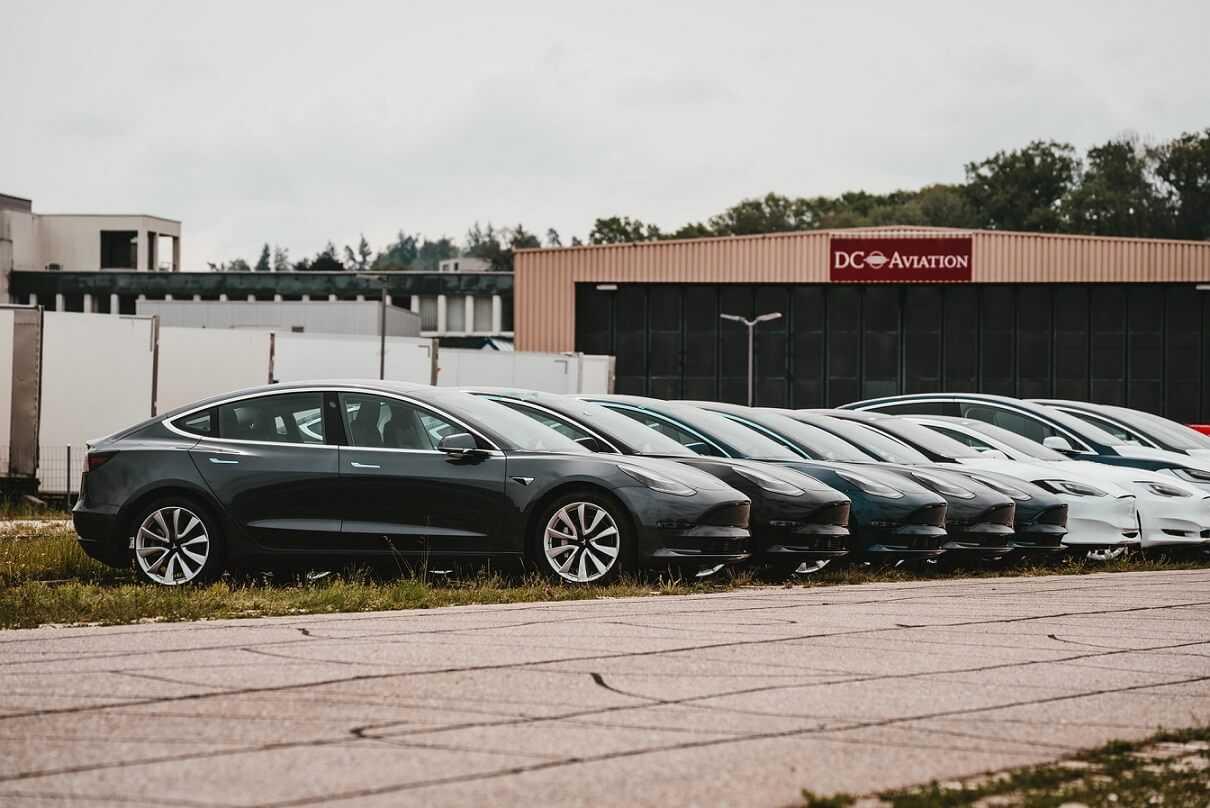 """Ar ko kompānija """"Tesla"""" nodarbosies 2021. gadā?"""