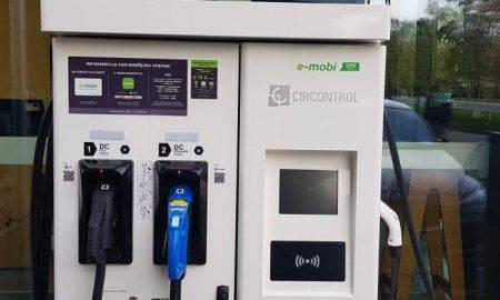 Šoruden klientiem tiks nodotas vēl 40 elektromobiļu ātrās uzlādes stacijas