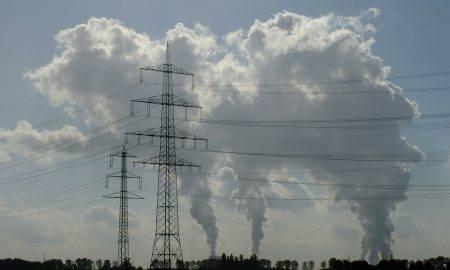 Elektrības cena šogad kritusi par 32%, iedzīvotāji to izmanto savā labā