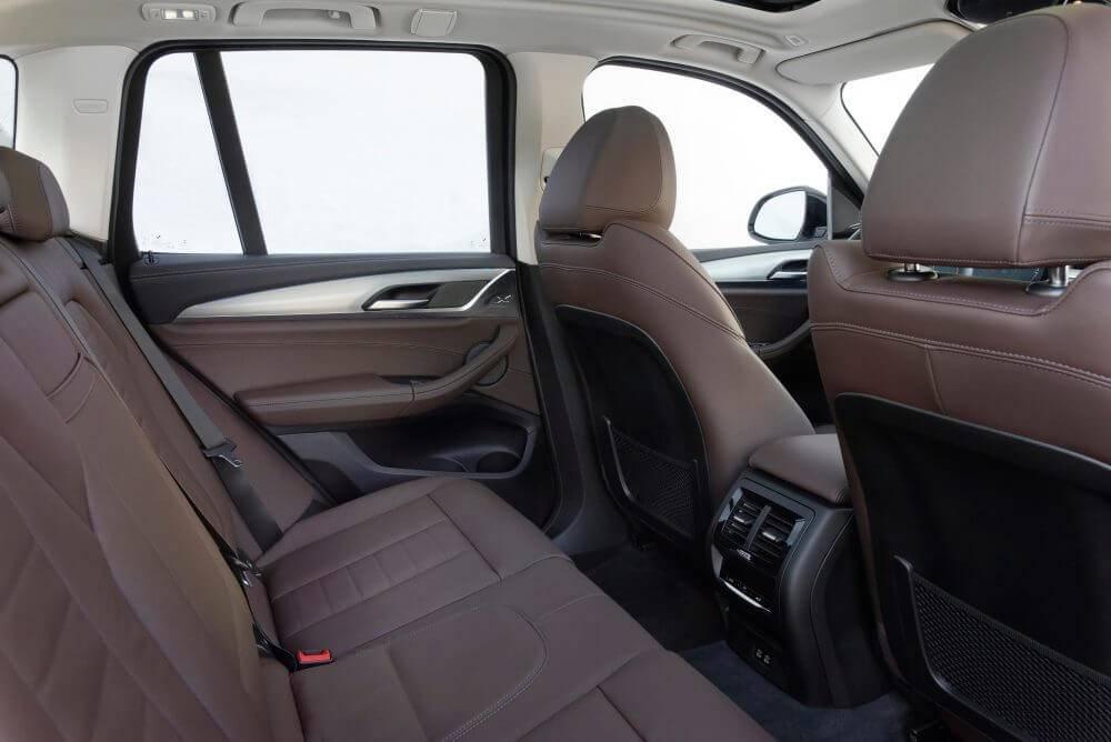 Elektromobilis BMW iX3 salons_1