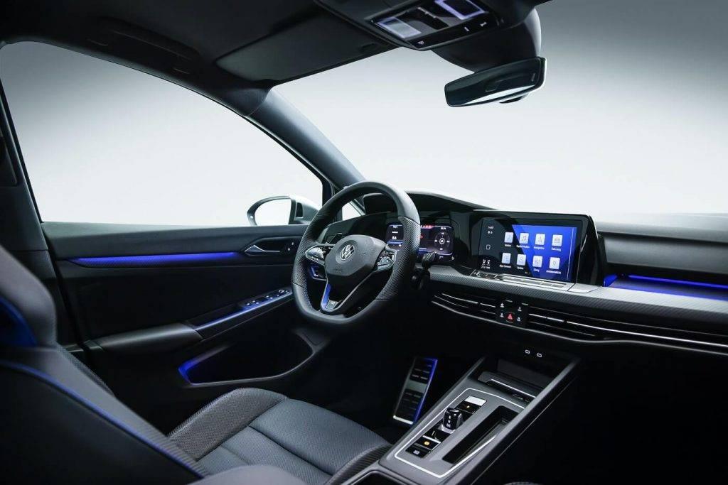 Volkswagen atklāj visu laiku jaudīgāko Golf modeli – Golf R ar 320 ZS