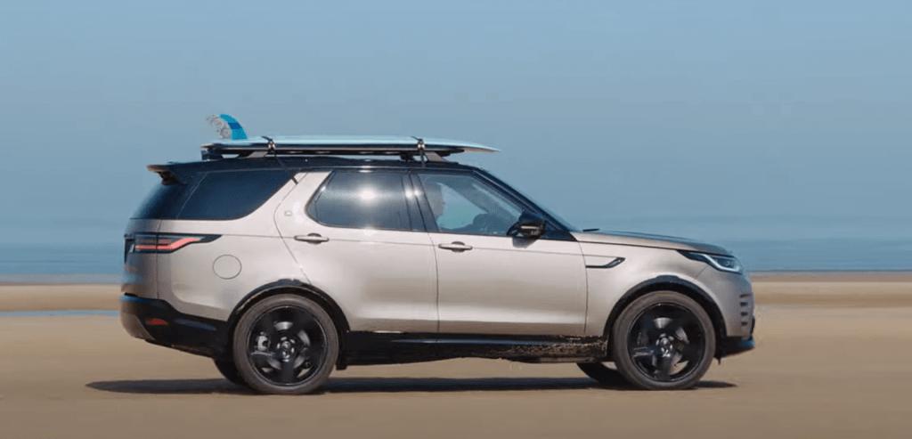 Modernizētais Land Rover Discovery visiem septiņiem pasažieriem ir vēl komfortablāks
