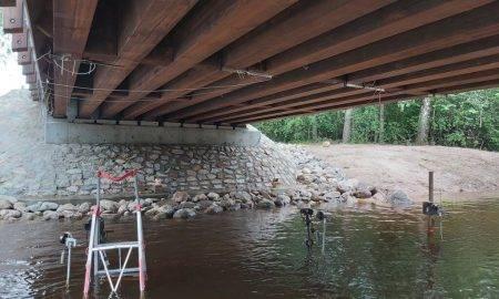 Latvijas valsts mežos tapis inovatīvs kokbetona tilts