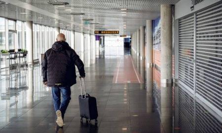 """Oktobrī lidostā """"Rīga"""" apkalpoto pasažieru skaits samazinājies par gandrīz 90%"""