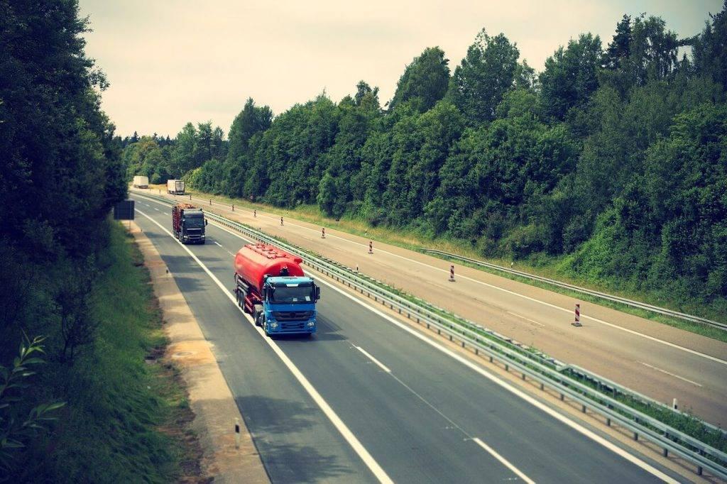 Plāno mainīt transportlīdzekļa ekspluatācijas nodokļa noteikšanu kravas automašīnām